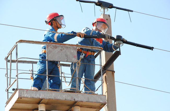 ELECTRICIANS – THEY HAVE AN ELECTRIFYING JOB